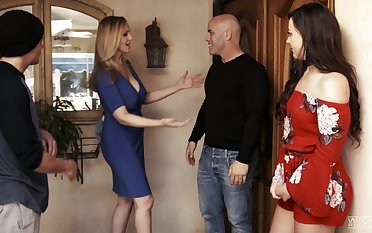 Having bad a visit to her neighbor slutty MILF Reagan Foxx gives on target head