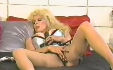 Amateur blonde mature fucks herself with a plaything