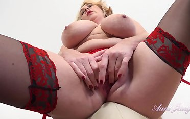 Big ass mature mom in stockings masturbating solo - big tits