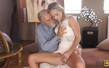 Lovely lassie Shanie Ryan sleeps with teacher
