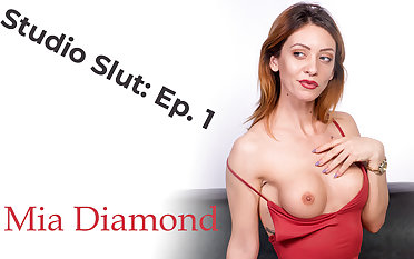Mia Diamond in Laid low Slut: Ep. 1 - VRpornjack