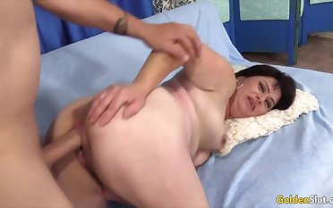 Old women rate their pussies getting fucked deep and good alien behind in doggy style