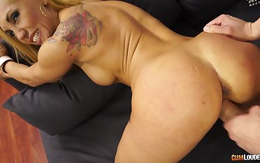 Randy fit MILF with affectation Bristols makes a steamy fuck their way goal