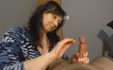 Maya in Surprise Cumshot - MayasHandjobsVR