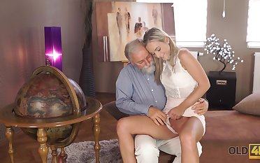 Age-old man wants to see Shanie Ryan's pussy together with that glum girl is hardly shy