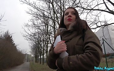 Cum in mouth ending for a hottie monitor having dealings in a public place