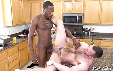 Interracial dudes Alex Warring plus Deepdicc fervency up the kitchen