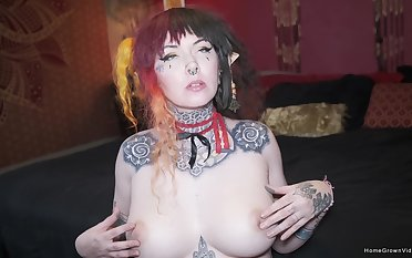 Beautiful busty tattooed babe Felix Rae cant get middling of her boyfriends big cock!