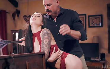 Experienced gent gets get under one's best be expeditious for young brunette beauty Marley Brinx