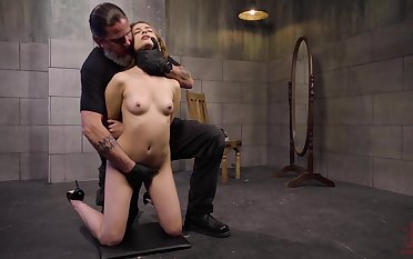 Amateur slave cookie Kristen Scott poked and gets her nipples tortured