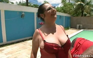 Granny Renata craves to feel a black dick up her gaping pussy