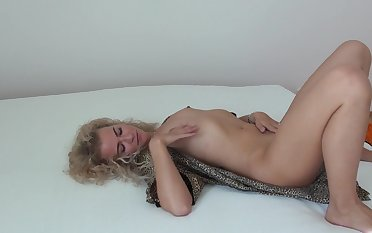 MILF Angel Diamonds readies herself be beneficial to hot sex with a toy
