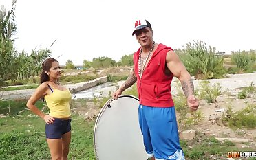 Wild outdoors fucking motivation a muscular alms-man with the addition of an untrained chick