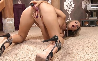 Must-see toy solo with kinky blonde siren Aleksa Diamond