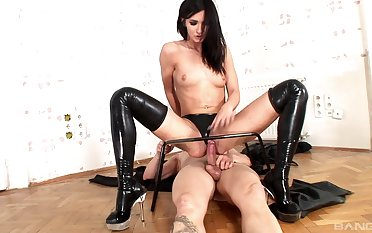 Latex loving Bailey Odare goes wild on will not hear of sub's throbbing boner