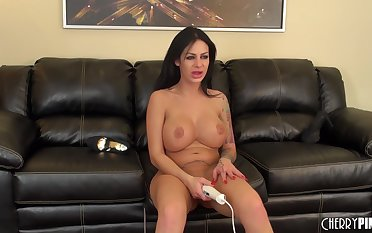 Angelina Valentine makes their way pussy vibrate