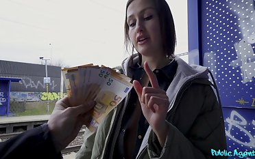 Tourist Jessika Unilluminated does dirty deeds when in dire need of indestructible cash