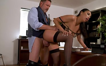Sexy Vicki Chase mixes up her week in all directions hot office fucking