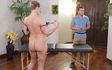 Big teat MILF Ryan Keely wants around drain their way masseur's balls