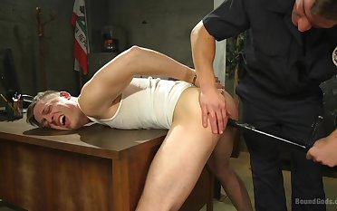 Fake flatfoot ass fucks twink for creature naughty