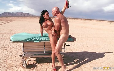 Outdoors fucking in the relinquish ends with a facial for Rachel Starr