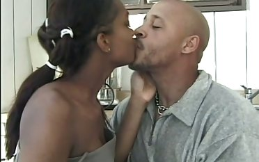 After kissing her menacing hubby this nympho gives a consenting BJ to his BBC