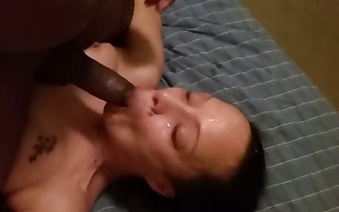 This lascivious streetwalker from Texas loves a black cock and she loves facials