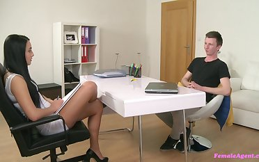 Casting agent Vanessa loves that she gets with respect to fuck young guys like this