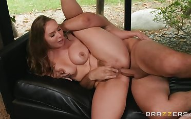 Hairy-pussied comme