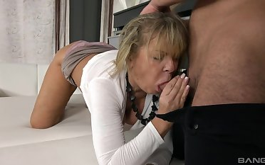 Mature young gentleman Renata is treated to the best bang of her life