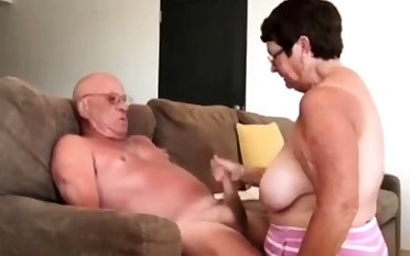 Girl consequential husband a blow hand job