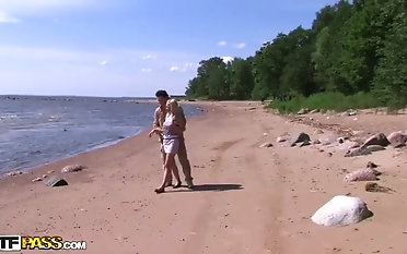Hookup on the beach with pickup blonde